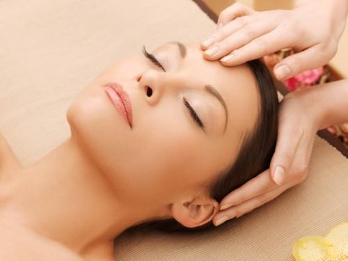 masaż głowy