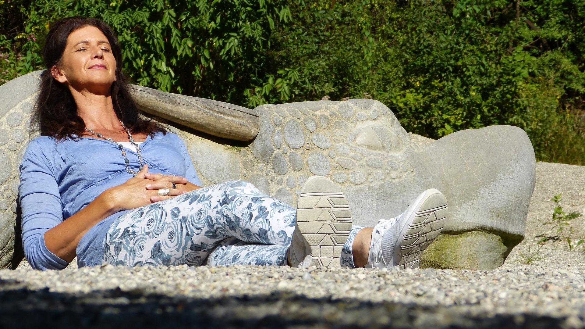 Menopauza – jak sobie pomóc i złagodzić objawy